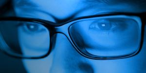 แว่นตาสายตา จำเป็นหรือไม่ที่ต้องมี เลนส์ตัดแสงสีฟ้า